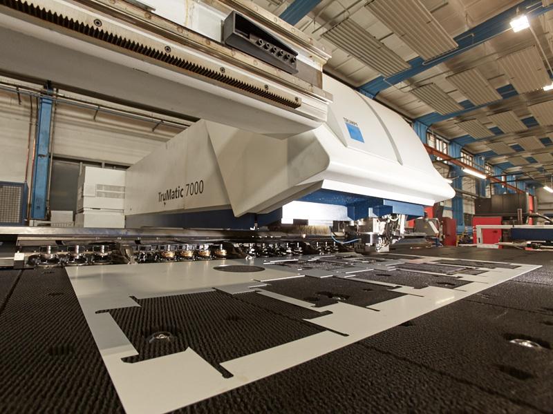 Stanz Laser Bearbeitungskopf TC7000 Gehäusebau