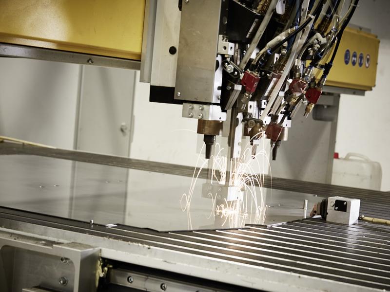automatische Bolzenschweissmaschine Schaltanlagenbau