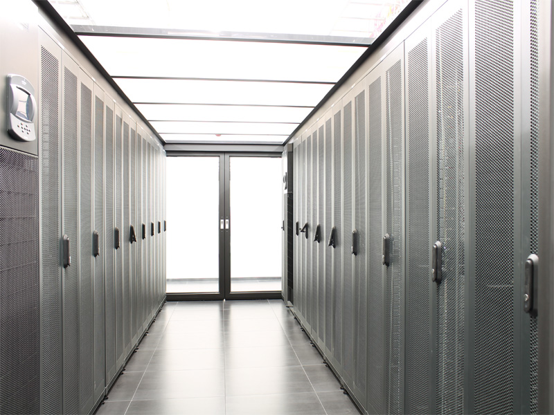 Data Center mit 19 Zoll Racks
