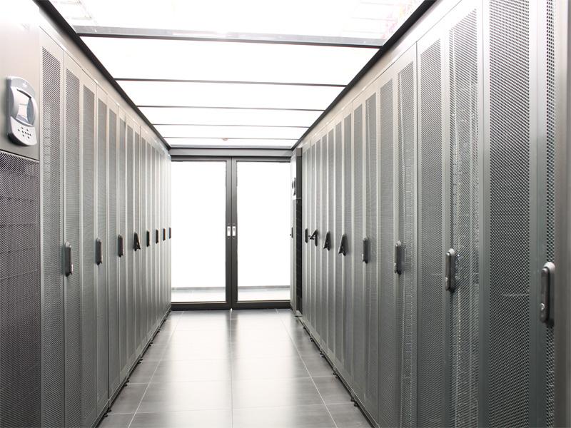 Data Center mit 19 Zoll Racks