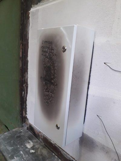 Brandschutzgehäuse nach ca. 10min Beflammung
